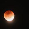 見事にタイミング良く雲が引き、皆既月食が見えた。勿論、写真に撮ったのだ…(その2)