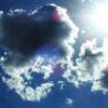 雲の塊が浮かぶこんな青空に、種子は芽吹き、僕は野菜を干す。うさぎのおやつにするためなのだ…