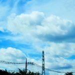 青い空に雲が良く映える休日。図書館で読書に勤しみ、不思議な像を眺めるのだ…