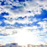 毎日の雲の変化が楽しい季節となってきた。雲はときに、薄月の良い脇役ともなるのだ…