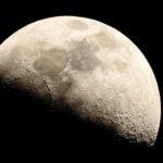 ニコン P900の設定を少しいじって月を撮ってみたら…。あと、フライトレーダー24で不思議な機影を見たのだ…