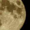 昨夜の満月と木星を撮った。ストロベリームーンと呼ばれているらしいけれども、赤くはないのだ…