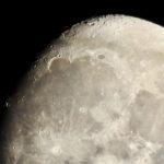 夜空をご覧下さい。さて、これぞ撮りたて、今夜の月なのだ…